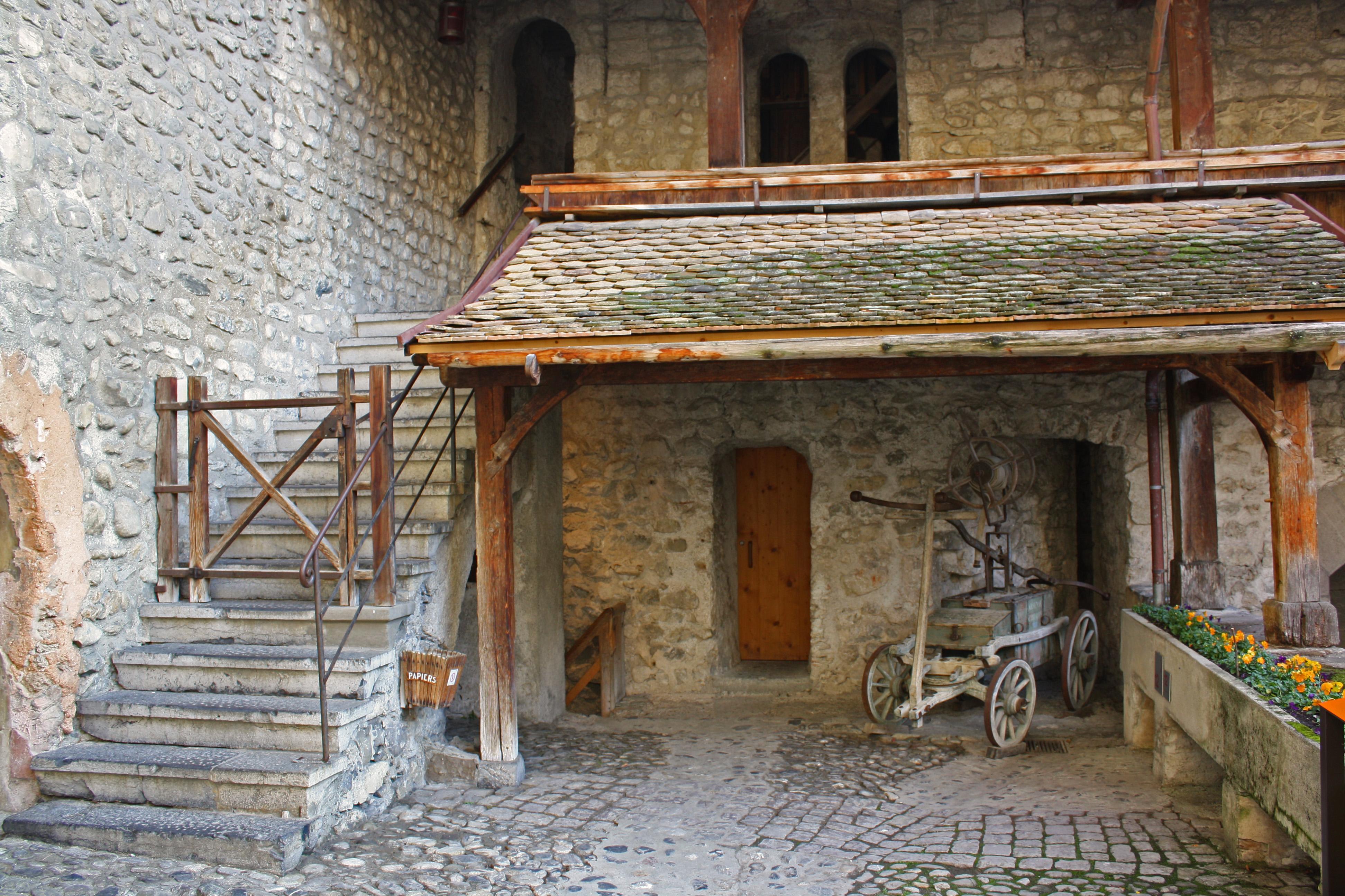 chillon-inner courtyard